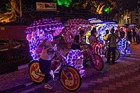 2016 Malakka, Kolorowe riksze rowerowe na Placu Holenderskim (06).jpg