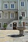 210at-401 Brunnen Landhausplatz.JPG