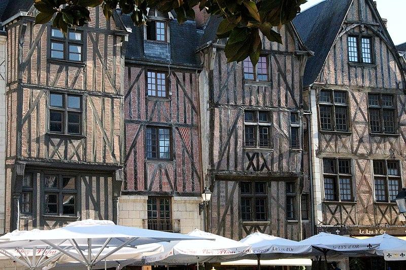 Fichier:37 - Tours Place Plumereau.jpg