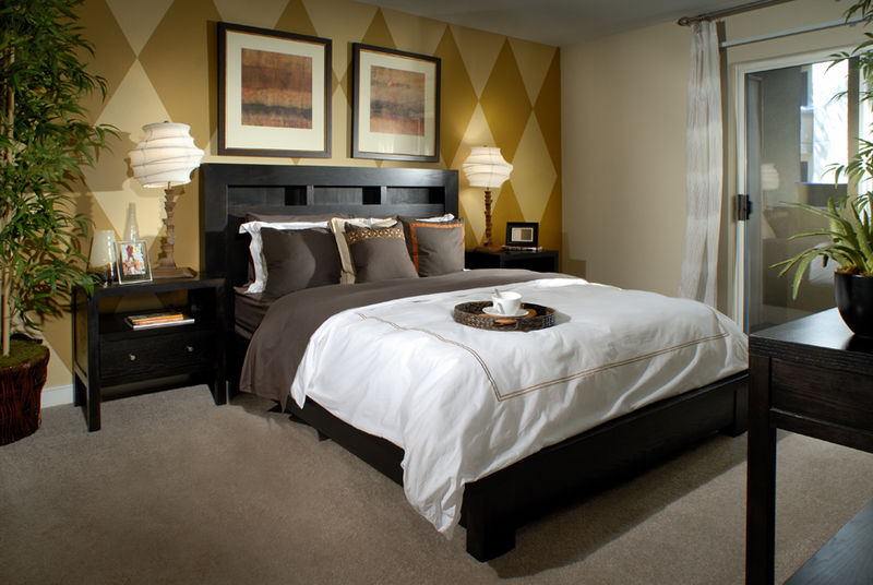 File aimco apartment wikimedia commons for Different bedroom decorating ideas