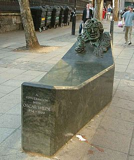 <i>A Conversation with Oscar Wilde</i> memorial sculpture in London by Maggi Hambling