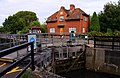 Abingdon lock keeper's house - geograph.org.uk - 1405717.jpg