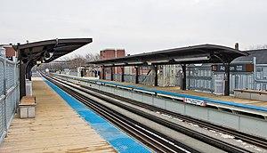 Addison station (CTA Brown Line) - Image: Addison CTA Brown 071230