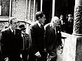 Adolfo Suárez y el presidente de la Generalitat de Cataluña a su llegada al Palacio de la Generalitat, en Barcelona.jpg