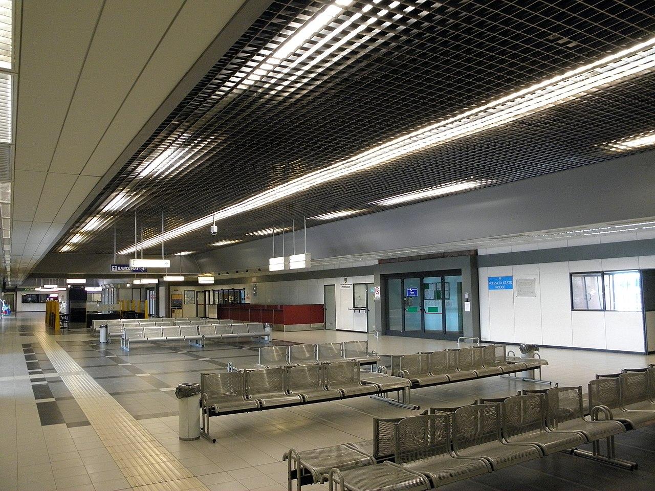 File Aeroporto Di Brescia Montichiari Interno Jpg Wikipedia