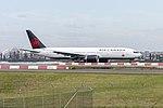 Air Canada (C-FNNH) Boeing 777-233(LR) arriving at Sydney Airport (1).jpg