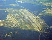 Aeropuerto de la región Rin-Meno, mejor aeropuerto de carga del mundo y el tercero de Europa en número de pasajeros después de London-Heathrow y París.