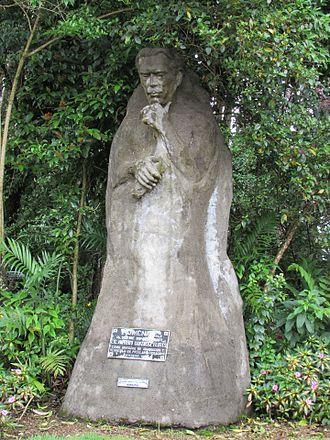 Alfredo González Flores - Statue in homage to Don Alfredo, ex-president of Costa Rica (1914-1917)
