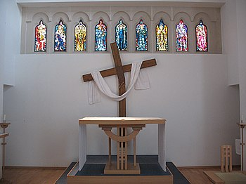 English: Altar of St George's church Compare t...