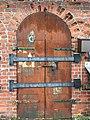 Ammusvaraston ovi Vallisaaressa.jpg