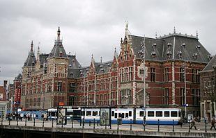 Stazione di amsterdam centraal wikipedia for Centro di amsterdam