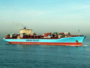Anna Maersk p2 approaching Port of Rotterdam, Holland 24-Jan-2006.jpg