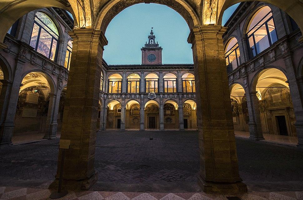 Archiginnasio ora blu Bologna