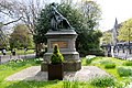 Arthur Guinness statue at St. Stephens Green Dublin -139071 (41783031072).jpg