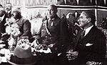 Atatürk Bursa seyahatinde bir davette (1 Ekim 1925).jpg