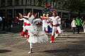 Auftakt zur Solidaritätstafel 2012 in Hannover durch die Trommelgruppe Sambaria, hier vorweg die Tanzgruppe der Damen.jpg