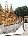 Bagan-Shwezigon-145-gje.jpg