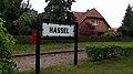 Bahnhofsschild Hassel 170503.jpg