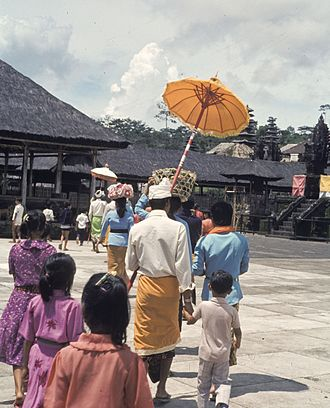 Balinese people - Balinese people bring offerings to the temple.