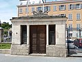 Basilique de Fourvière - Parvis - Maisonnette sud.jpg