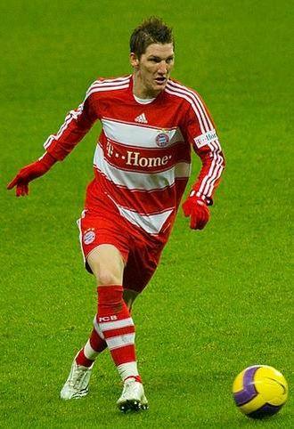 Bastian Schweinsteiger - Schweinsteiger playing for Bayern Munich in 2007