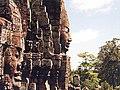 Bayon Angkor profil.jpg