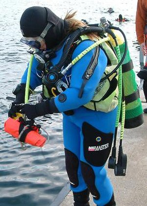 Buoyancy compensator (diving) - Diver wearing a stabiliser jacket
