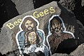 Bee Gees, 100 vizaĝoj de Santa Cruz.jpeg