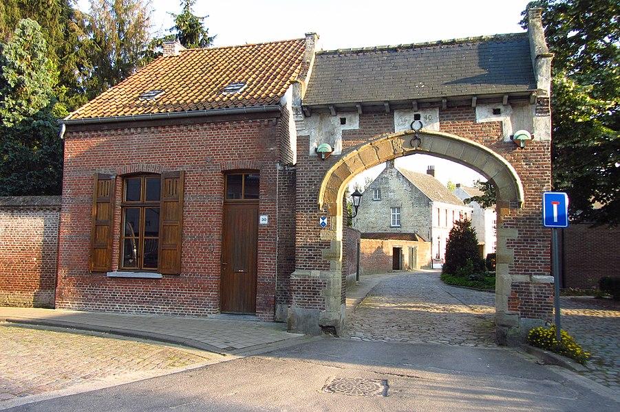 Begijnhof van Herentals - vooraanzicht van open poort met bijgebouw