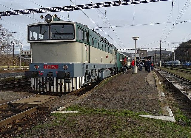 Beroun, Křivoklát expres (2014-12-13), konec vlaku s postrkem (01).jpg