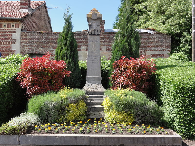 Bertaucourt-Epourdon (Aisne) monument aux morts