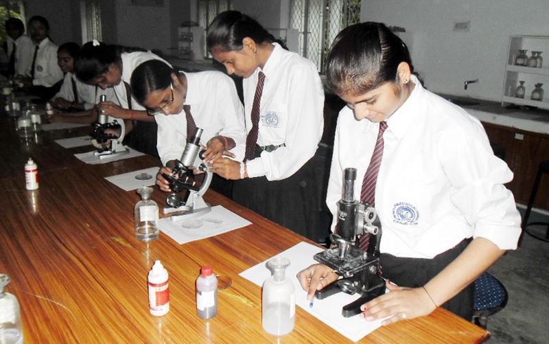 File:Biology Lab 2.jpg