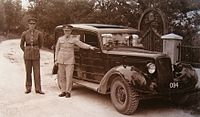 British Army officer and other rank Bermuda 1942