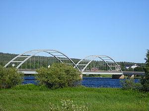 Finland–Sweden border - The Aavasaksa Bridge crosses the river Tornionjoki.