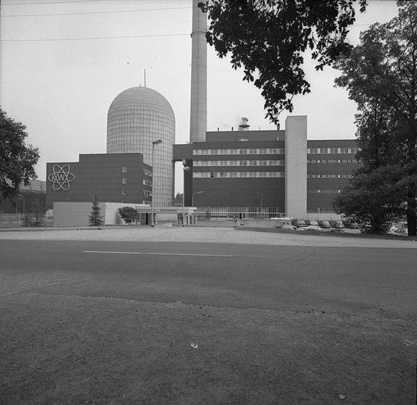 http://upload.wikimedia.org/wikipedia/commons/thumb/e/e7/Bundesarchiv_B_145_Bild-F040681-0003%2C_Kernkraftwerk_Lingen_%28KWL%29.jpg/600px-Bundesarchiv_B_145_Bild-F040681-0003%2C_Kernkraftwerk_Lingen_%28KWL%29.jpg