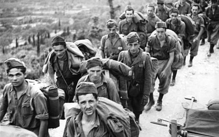 Italian soldiers taken prisoner by the Germans in Corfu, September 1943. Bundesarchiv Bild 101I-177-1459-32, Korfu, italienische Soldaten.jpg
