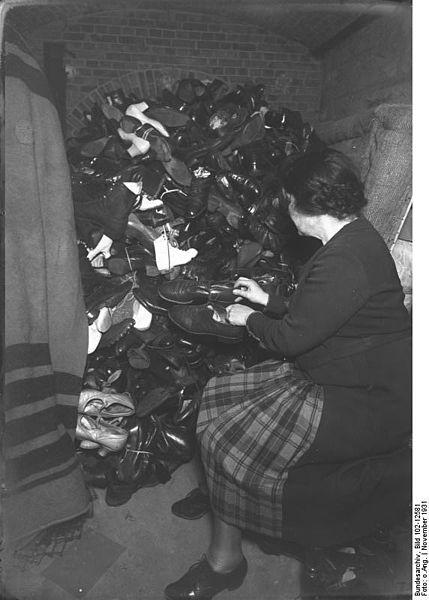 File:Bundesarchiv Bild 102-12581, Berlin, Winterhilfe der Reichswehr.jpg