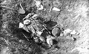Bundesarchiv Bild 104-0981, Revelon, gefallener Deutscher
