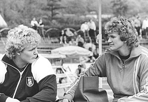 Gabriele Reinsch - Gabriele Reinsch (right) with Ilke Wyludda, 1988