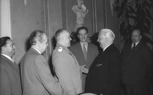 Министр обороны СССР Г.К.Жуков в Берлине. 6 мая 1955 года