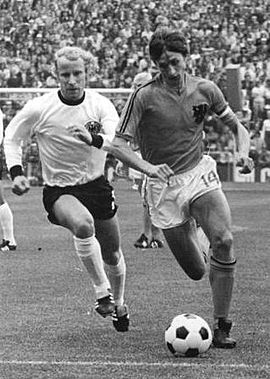 Berti Vogts in running duel with Johan Cruyff in the World Cup final in 1974 Bundesarchiv Bild 183-N0716-0314, Fussball-WM, BRD - Niederlande 2-1a.jpg