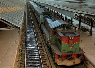 320px-CLASS_M6_LOCO_HAULED_TRAIN_OF_SRI_