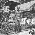 COLLECTIE TROPENMUSEUM Portret van Paul Spies in zwembroek TMnr 60030400.jpg
