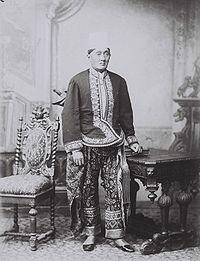 COLLECTIE TROPENMUSEUM Portret van een Javaanse Regent in gala-uniform. TMnr 60042311