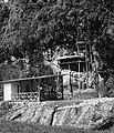COLLECTIE TROPENMUSEUM Rotsgraven nabij Lemo met op de voorgrond een toiletgebouw voor bezoekers TMnr 20000505.jpg