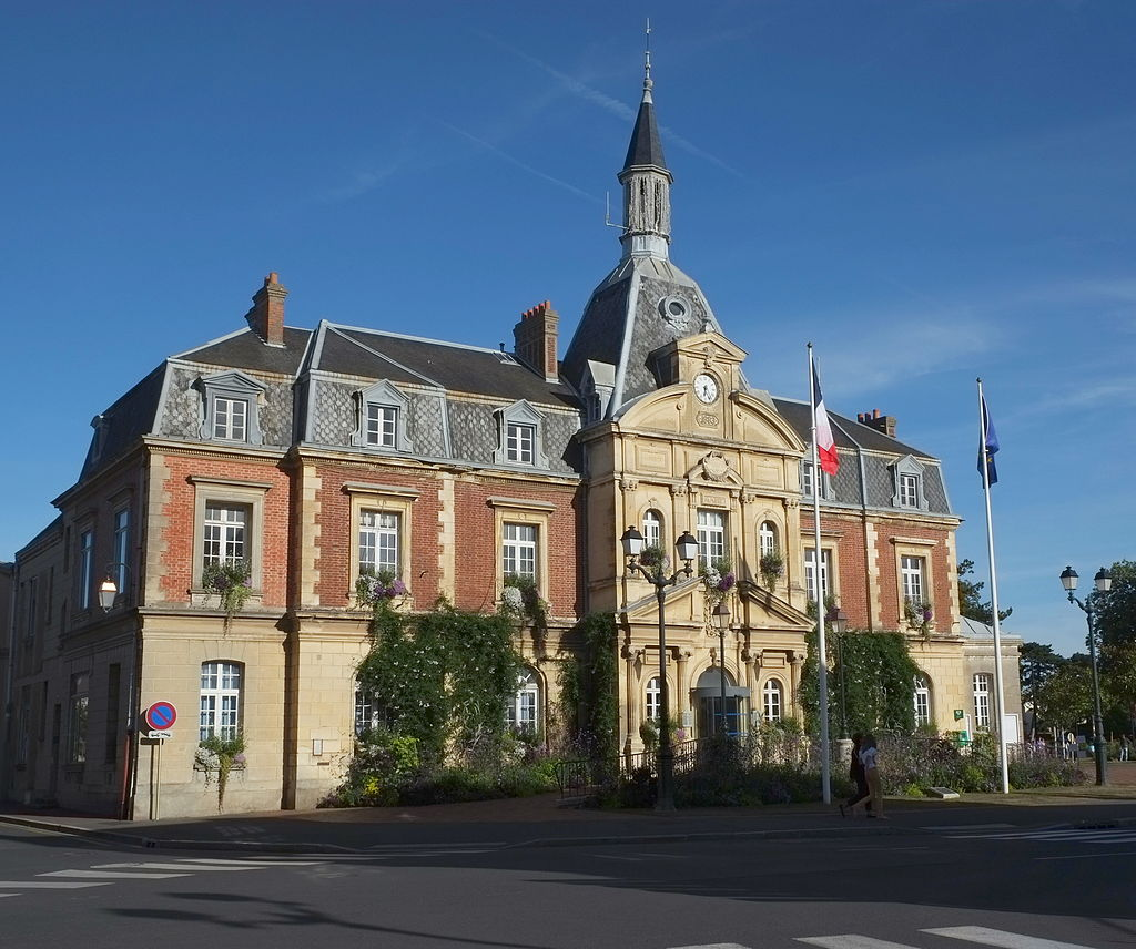 Cabourg Town hall 7387.JPG