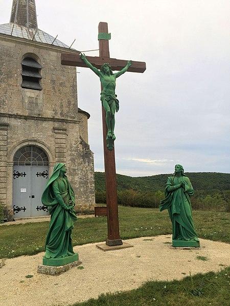 Calvaire devant l'église de Voutenay-sur-Cure