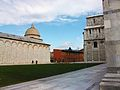 Camposanto i un trosset de la catedral de Pisa.JPG