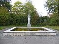 Carl Gutknecht (1878–1970) Bildhauer, Frauenfigur von 1956 auf dem Friedhof am Hörnli (1).jpg