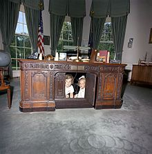 replica jfk white house oval office. caroline kennedy and kerry beneath the desk in 1963 replica jfk white house oval office